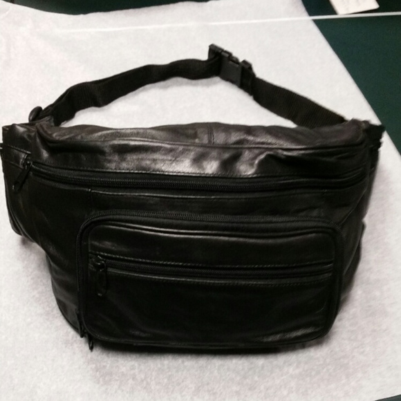 Wilsons Leather Other - Wilson's Black leather fanny pack. Large